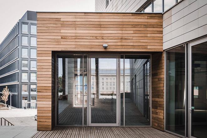 Fassade aus Kiri Holz 1